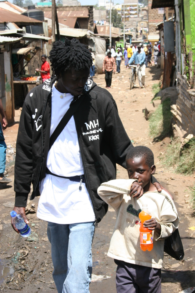 Emmanuel and kid in Nairobi Slums